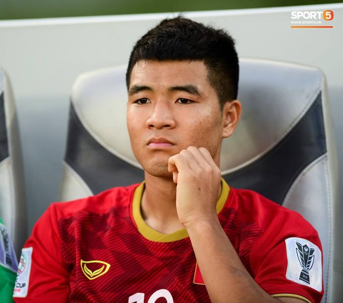 Chuyện tóc tai mùa dịch của cầu thủ: Đức Chinh cố thủ không để thầy cắt tóc, bất ngờ với Đình Trọng râu ria xồm xoàm - Ảnh 2.