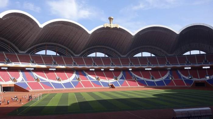 Choáng ngợp với SVĐ lớn nhất thế giới ít người biết tại CHDCND Triều Tiên: Sức chứa lên đến 150.000 người, hiếm khi tổ chức trận đấu  - Ảnh 2.