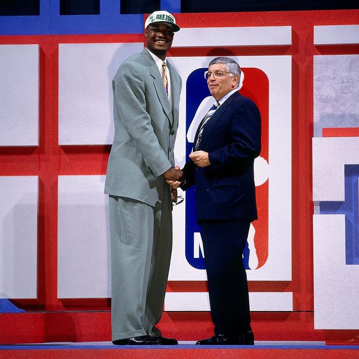 Nhà vô địch NBA và hành trình làm lại cuộc đời sau khi vung tay đốt sạch 2.500 tỷ đồng rồi trở thành kẻ tay trắng với khoản nợ khổng lồ - Ảnh 2.