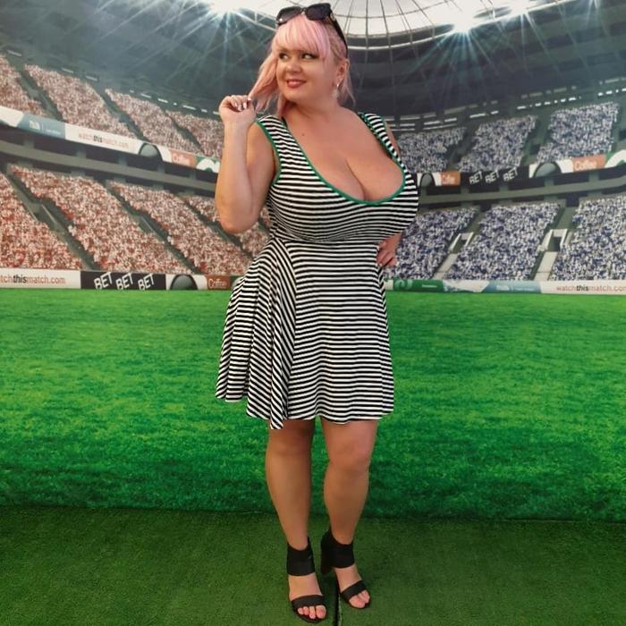 Hoa hậu ngoại cỡ gây sốt với tuyên bố trở thành võ sĩ quyền Anh chuyên nghiệp: Bộ ngực quá khủng sẽ là trở ngại lớn nhất của cô  - Ảnh 4.