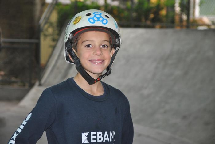 Cậu bé 11 tuổi gây choáng váng với kỷ lục trượt ván 1080 độ, thành tích đến ngay cả những tay chơi chuyên nghiệp lão luyện nhất cũng chào thua - Ảnh 2.