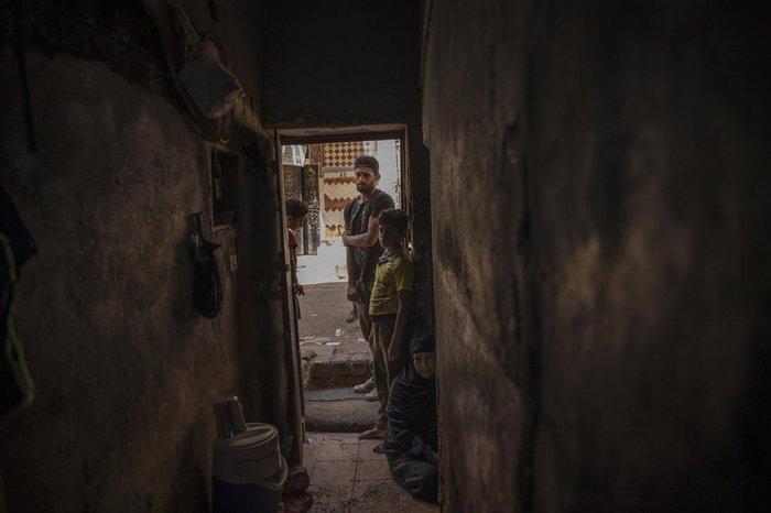 Cầu thủ Ai Cập sống ở khu ổ chuột, phải đi bán hàng rong, làm phụ hồ kiếm tiền sống qua ngày - Ảnh 4.