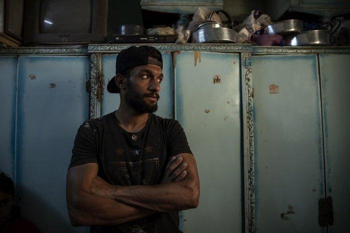 Cầu thủ Ai Cập sống ở khu ổ chuột, phải đi bán hàng rong, làm phụ hồ kiếm tiền sống qua ngày - Ảnh 1.