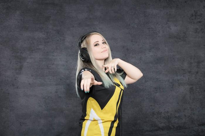Xuất hiện đội VALORANT toàn nữ game thủ xinh đẹp lại còn sở hữu kĩ năng cực khủng - Ảnh 8.