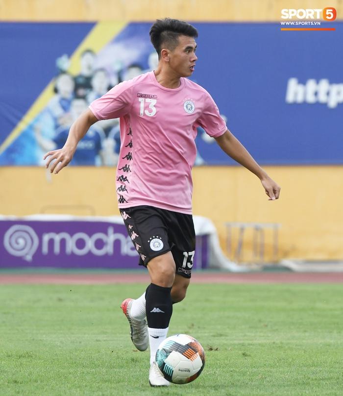 Giao hữu Hà Nội FC - Than Quảng Ninh: Cầu thủ khách rách đầu, phải đi cấp cứu vì choáng sau pha va chạm cực mạnh - Ảnh 6.