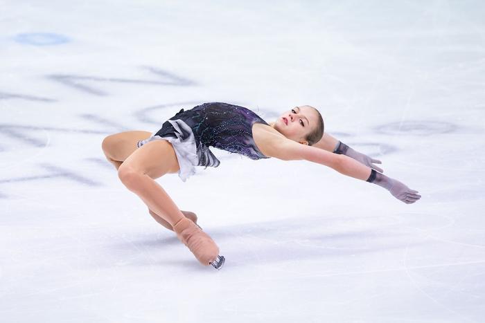 Ngả mũ trước nữ hoàng trượt băng nghệ thuật người Nga: Mới 15 tuổi đã sở hữu tới 4 kỷ lục Guinness - Ảnh 4.