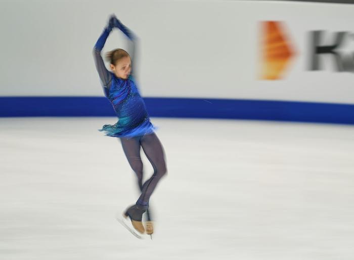 Ngả mũ trước nữ hoàng trượt băng nghệ thuật người Nga: Mới 15 tuổi đã sở hữu tới 4 kỷ lục Guinness - Ảnh 2.