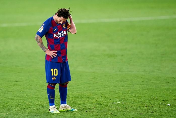 Messi may mắn thoát thẻ đỏ sau hành động nổi cáu thừa tay chân với đối thủ, Barcelona vẫn nhận kết quả không như ý - Ảnh 9.