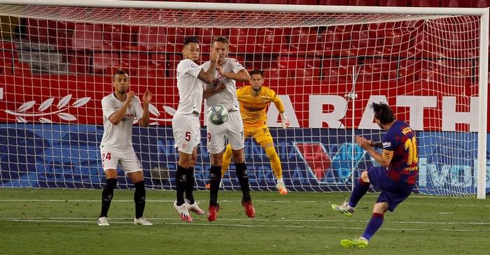 Messi may mắn thoát thẻ đỏ sau hành động nổi cáu thừa tay chân với đối thủ, Barcelona vẫn nhận kết quả không như ý - Ảnh 7.
