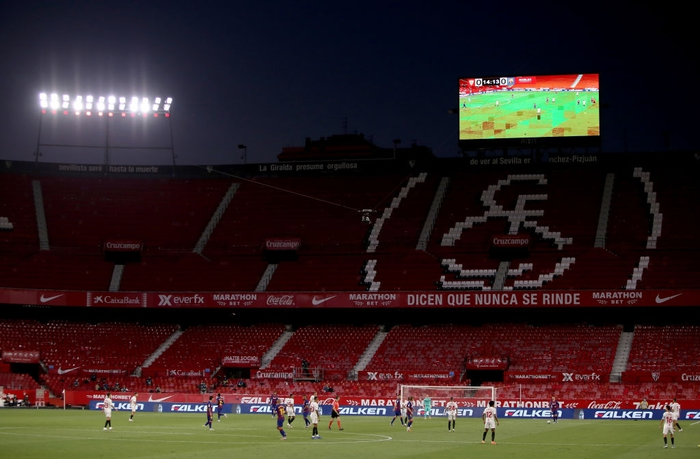 Messi may mắn thoát thẻ đỏ sau hành động nổi cáu thừa tay chân với đối thủ, Barcelona vẫn nhận kết quả không như ý - Ảnh 10.