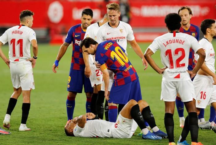 Messi may mắn thoát thẻ đỏ sau hành động nổi cáu thừa tay chân với đối thủ, Barcelona vẫn nhận kết quả không như ý - Ảnh 6.