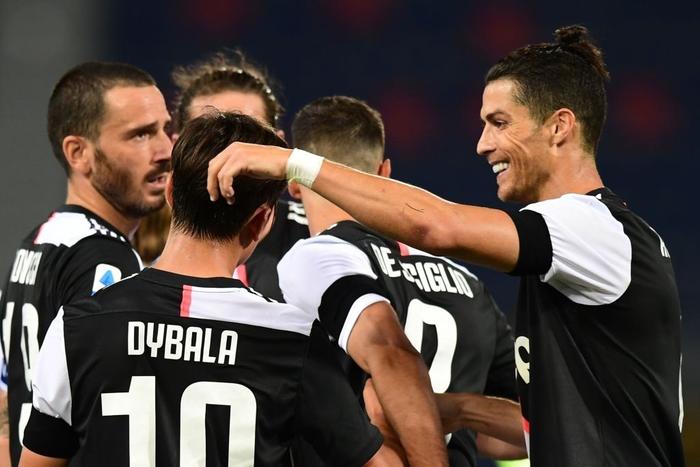 Nụ cười đã trở lại trên môi Ronaldo trong ngày anh lập thêm kỷ lục ghi bàn mới - Ảnh 6.