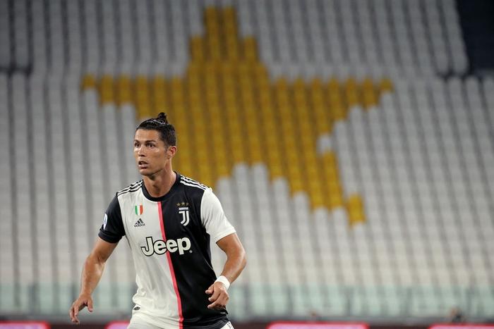 Ronaldo lại tỏa sáng rực rỡ, in dấu giày trong 3 bàn thắng giúp Juventus tiến gần hơn tới ngôi vô địch Serie A - Ảnh 1.