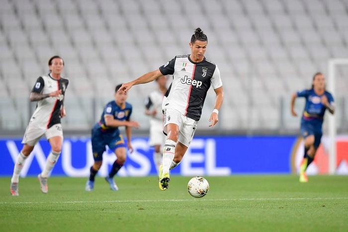 Ronaldo lại tỏa sáng rực rỡ, in dấu giày trong 3 bàn thắng giúp Juventus tiến gần hơn tới ngôi vô địch Serie A - Ảnh 2.