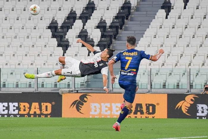 Ronaldo lại tỏa sáng rực rỡ, in dấu giày trong 3 bàn thắng giúp Juventus tiến gần hơn tới ngôi vô địch Serie A - Ảnh 3.