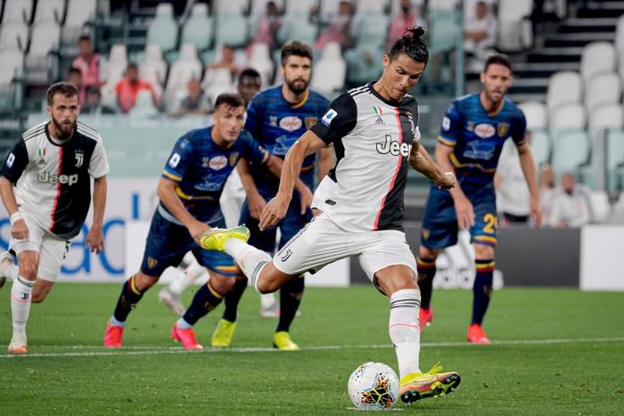 Ronaldo lại tỏa sáng rực rỡ, in dấu giày trong 3 bàn thắng giúp Juventus tiến gần hơn tới ngôi vô địch Serie A - Ảnh 8.