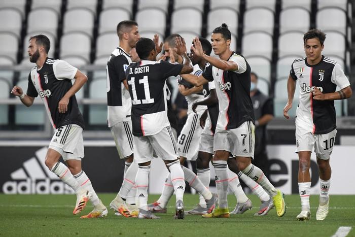 Ronaldo lại tỏa sáng rực rỡ, in dấu giày trong 3 bàn thắng giúp Juventus tiến gần hơn tới ngôi vô địch Serie A - Ảnh 10.