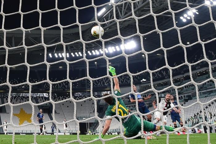 Ronaldo lại tỏa sáng rực rỡ, in dấu giày trong 3 bàn thắng giúp Juventus tiến gần hơn tới ngôi vô địch Serie A - Ảnh 9.
