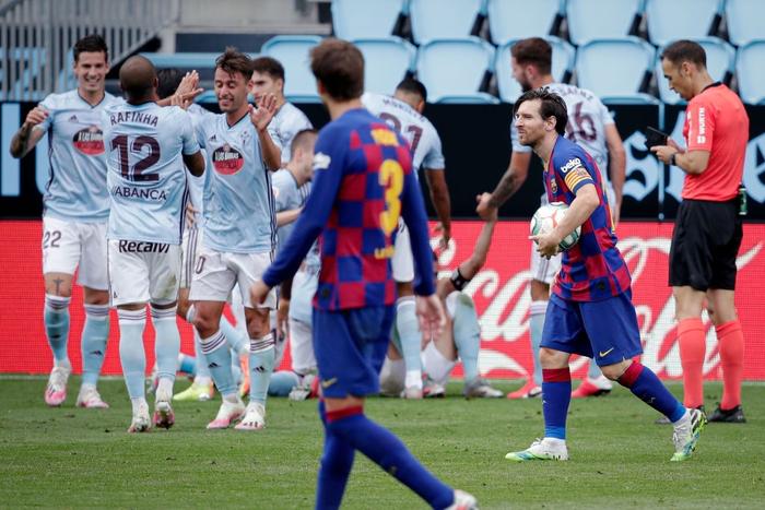"""Song tấu Messi - Suarez phối hợp ghi bàn đậm chất """"phủi"""", Barcelona vẫn mất điểm trong cuộc đua vô địch bởi cú sút phạt """"10 điểm"""" - Ảnh 7."""