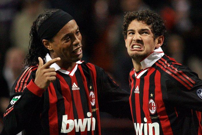 Sao bóng đá mất vợ đẹp như tiên chỉ vì mải nhậu nhẹt cùng Ronaldinho - Ảnh 3.