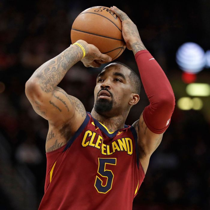 """""""Thánh ngáo"""" JR Smith sẽ tái ngộ với LeBron James tại Los Angeles Lakers cho phần còn lại của mùa giải - Ảnh 1."""