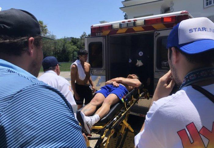Youtuber nổi tiếng đi cấp cứu sau khi để nhà vô địch boxing đấm vào bụng, lời thừa nhận trên xe cứu thương sau đó khiến tất cả phải ngã ngửa - Ảnh 2.