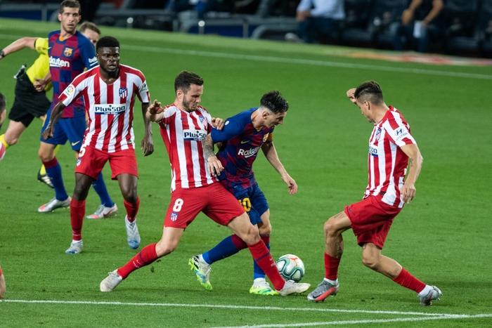 Messi và đồng đội hụt hơi trong cuộc đua vô địch với đối thủ truyền kiếp - Ảnh 7.