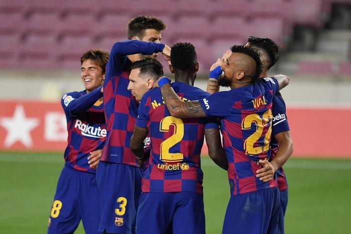 Messi và đồng đội hụt hơi trong cuộc đua vô địch với đối thủ truyền kiếp - Ảnh 5.