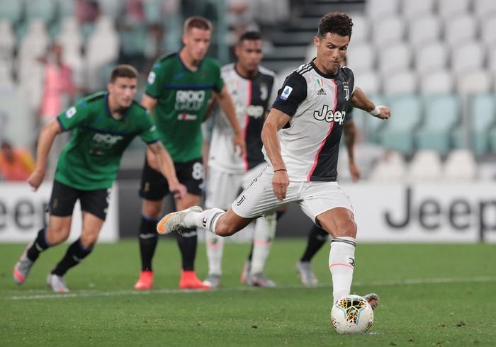 Ronaldo tỏa sáng với cú đúp bàn thắng, fan lại được dịp cà khịa: Thánh Penaldo hiển linh đây rồi! - Ảnh 7.