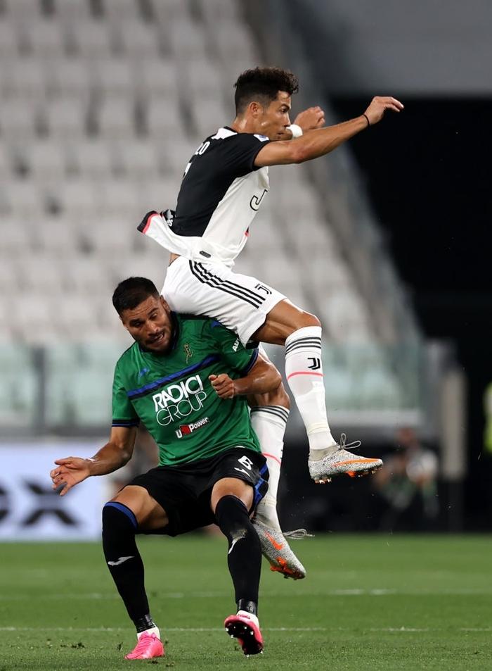 Ronaldo tỏa sáng với cú đúp bàn thắng, fan lại được dịp cà khịa: Thánh Penaldo hiển linh đây rồi! - Ảnh 2.