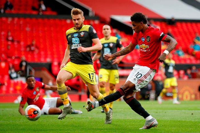 Thủng lưới phút 90+6, Manchester United đánh mất cơ hội vào top 3 sau trận hoà tiếc nuối trước Southampton - Ảnh 4.