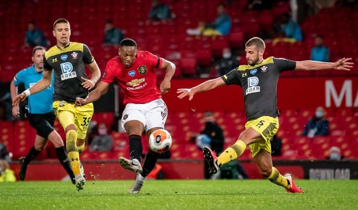 Thủng lưới phút 90+6, Manchester United đánh mất cơ hội vào top 3 sau trận hoà tiếc nuối trước Southampton - Ảnh 6.