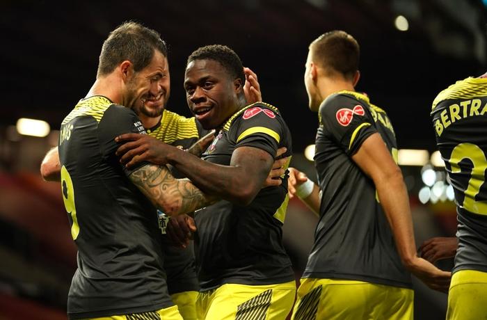 Thủng lưới phút 90+6, Manchester United đánh mất cơ hội vào top 3 sau trận hoà tiếc nuối trước Southampton - Ảnh 7.