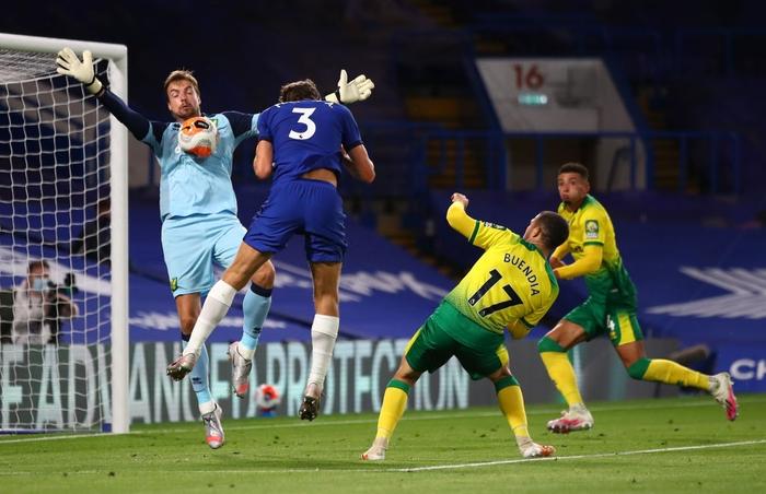 Chelsea bỏ cách MU 4 điểm sau chiến thắng nhẹ nhàng trước đội bóng đã xuống hạng - Ảnh 2.