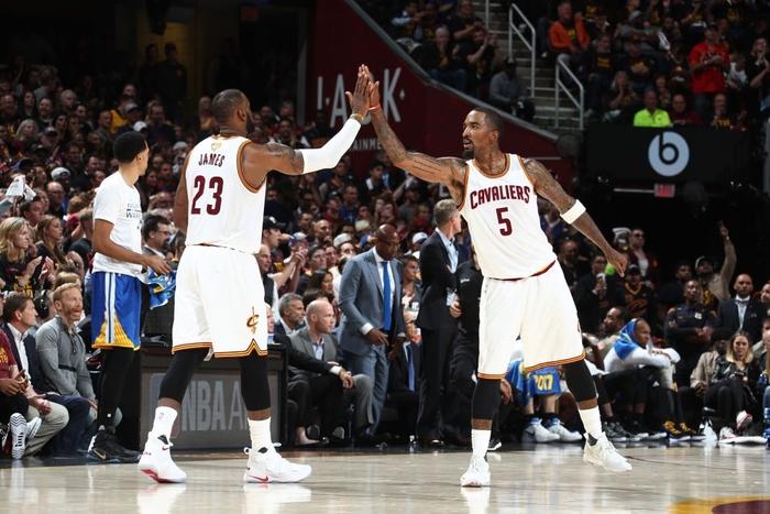 LeBron James lên tiếng về bản hợp đồng giữa Lakers cùng JR Smith - Ảnh 3.