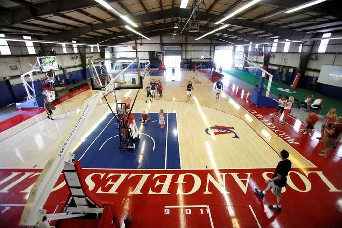 NBA phát hiện thêm 9 ca nhiễm Covid-19, Los Angeles Clippers bất ngờ đóng cửa phòng tập luyện - Ảnh 1.