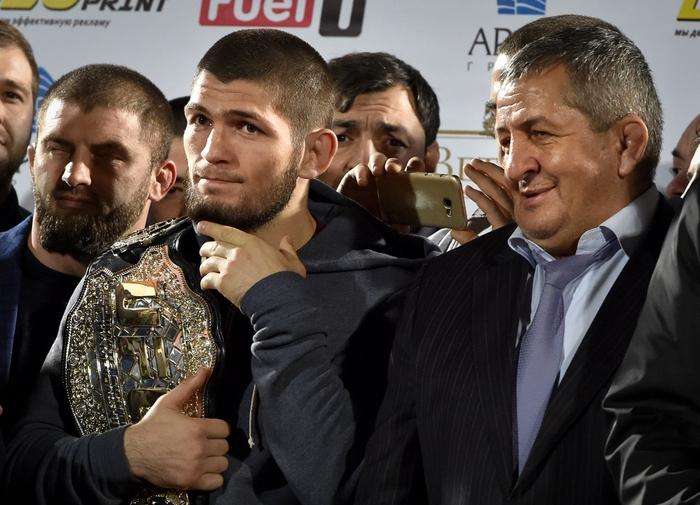 Cha của nhà vô địch Khabib Nurmagomedov qua đời ở tuổi 58 sau khi nhiễm Covid-19 - Ảnh 2.
