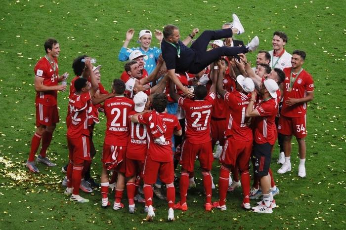 Ghi bàn vừa đẳng cấp vừa hài hước, chân sút đáng sợ nhất châu Âu mùa này giúp Bayern hoàn tất cú đúp danh hiệu - Ảnh 8.