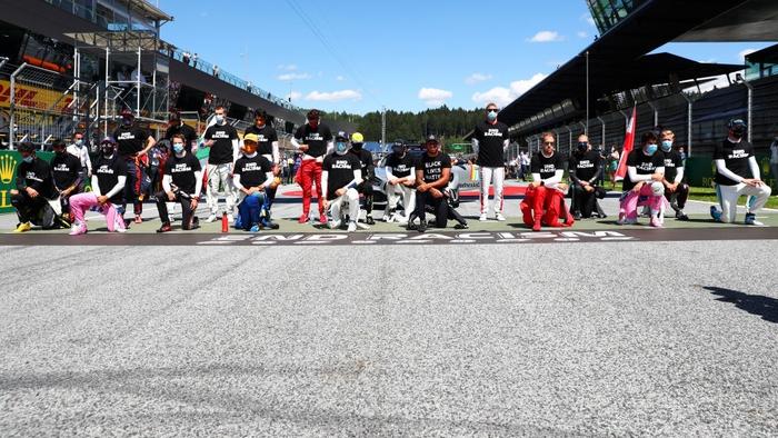 """ĐKVĐ Hamilton gặp ác mộng """"penalty"""" trong chặng F1 mở màn mùa giải mới - Ảnh 1."""