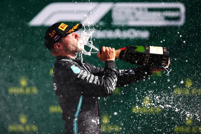 """ĐKVĐ Hamilton gặp ác mộng """"penalty"""" trong chặng F1 mở màn mùa giải mới - Ảnh 8."""