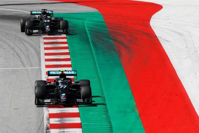 """ĐKVĐ Hamilton gặp ác mộng """"penalty"""" trong chặng F1 mở màn mùa giải mới - Ảnh 4."""