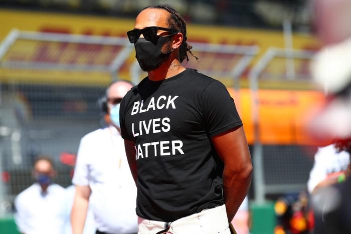 """ĐKVĐ Hamilton gặp ác mộng """"penalty"""" trong chặng F1 mở màn mùa giải mới - Ảnh 2."""