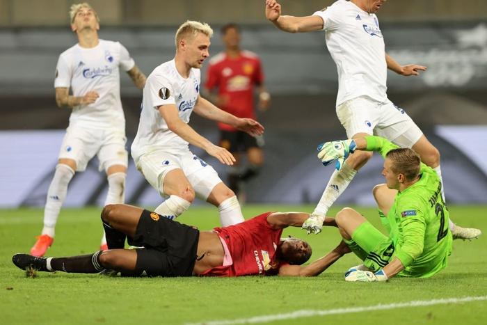 Bruno Fernandes ghi bàn ở hiệp phụ đưa MU vào bán kết cúp châu Âu - Ảnh 6.