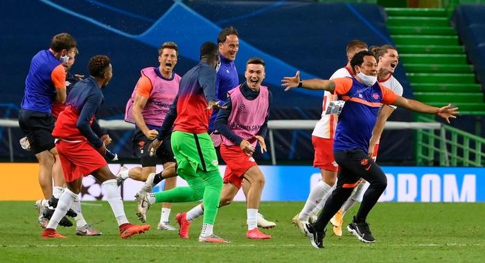 Leipzig 2-1 Atletico Madrid: Bàn thắng phút cuối của Adams đưa đội chủ nhà vào bán kết Champions league - Ảnh 8.