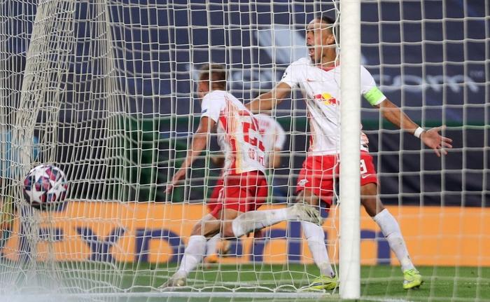 Leipzig 2-1 Atletico Madrid: Bàn thắng phút cuối của Adams đưa đội chủ nhà vào bán kết Champions league - Ảnh 4.