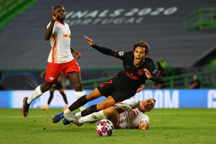 Leipzig 2-1 Atletico Madrid: Bàn thắng phút cuối của Adams đưa đội chủ nhà vào bán kết Champions league - Ảnh 5.