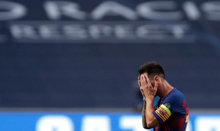 Cầu thủ Barca trút giận lên băng ghế dự bị khi Coutinho ghi bàn thứ 8 cho Bayern - Ảnh 3.