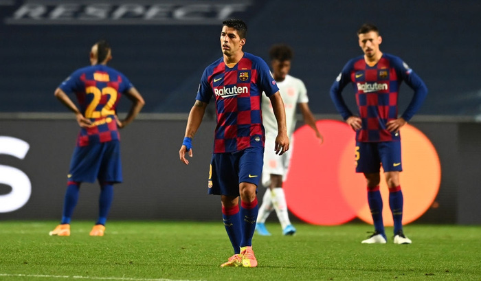 Cầu thủ Barca trút giận lên băng ghế dự bị khi Coutinho ghi bàn thứ 8 cho Bayern - Ảnh 4.