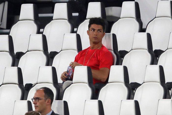 Ronaldo mặc sai dress code trong ngày Juve đăng quang ngôi vô địch Serie A lần thứ 9 liên tiếp - ảnh 3