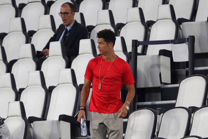Ronaldo mặc sai dress code trong ngày Juve đăng quang ngôi vô địch Serie A lần thứ 9 liên tiếp - ảnh 5